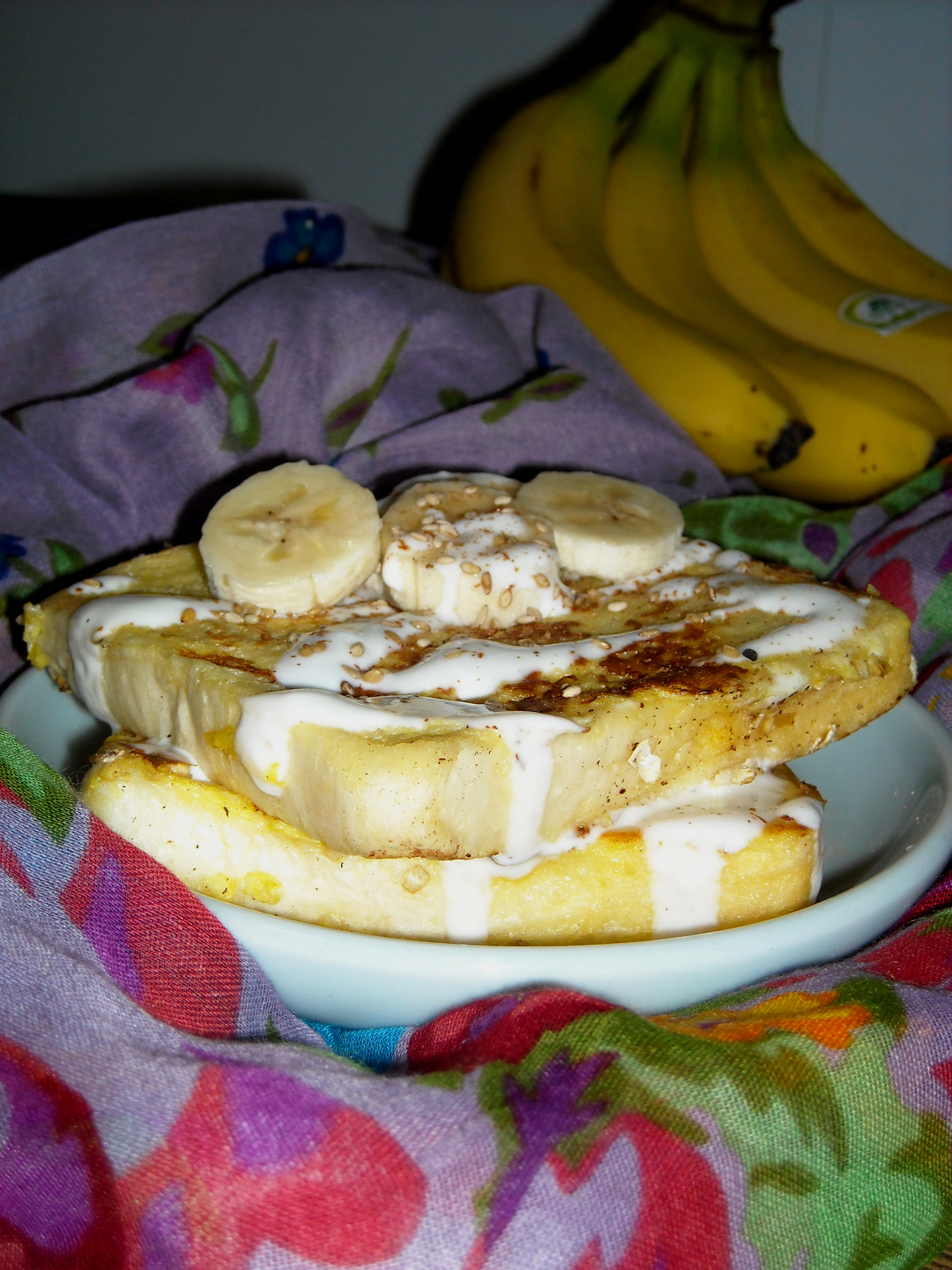 French Toast With Bananas And Yogurt
